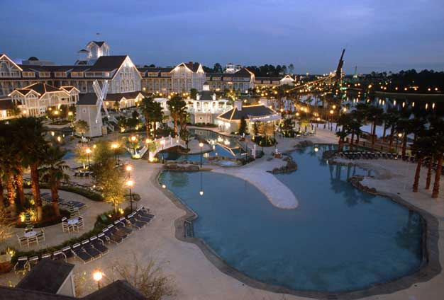 Book Now Disney's Beach Club Resort (Lake Buena Vista, United States). Rooms Available for all budgets. A sandy white beach along a shimmering lake creates a feeling reminiscent of the lazy days of summer along the eastern seaboard. Relaxed yet luxurious Disney's Beach Club Reso