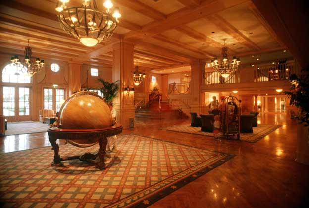 Disney S Yacht Club Resort Hotel Lake Buena Vista